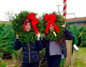 girls-with-wreaths